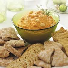 Hummus and crackers